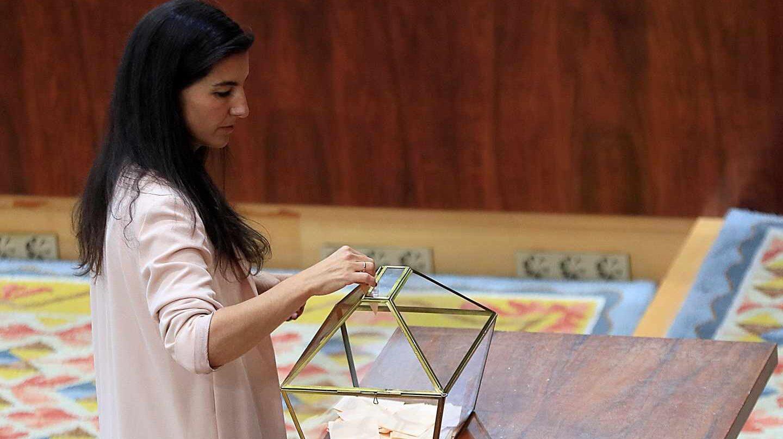 La candidata de Vox a la Comunidad de Madrid, Rocío Monasterio, durante la votación