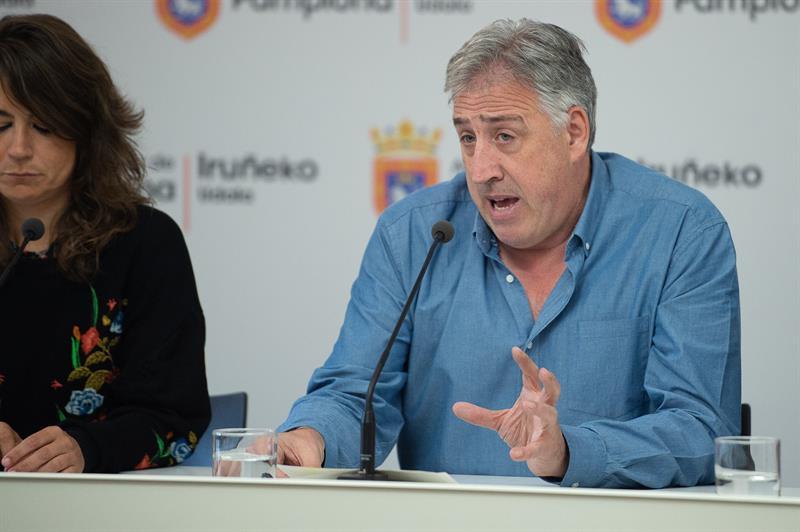 El alcalde en funciones de Pamplona, Joseba Asirón durante una comparecencia.