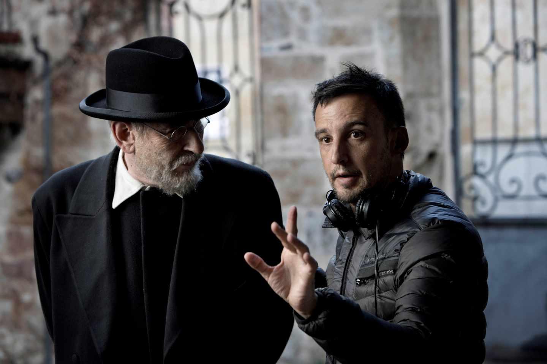 """Rodaje de """"Mientras dure la guerra"""": Karra Elejalde (Unamuno) y Alejandro Amenábar."""