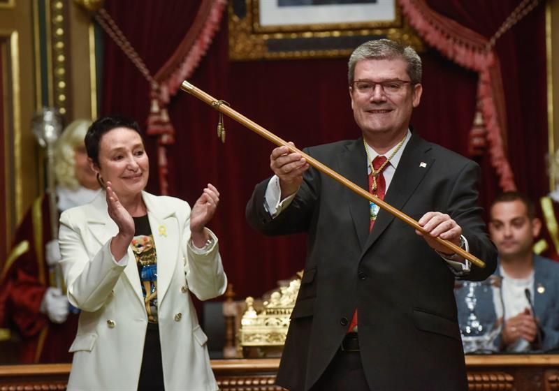 El alcalde de Bilbao, Juan María Aburto, tras revalidar la alcaldía.