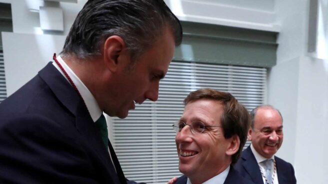 Ortega Smith y Almeida, en el Ayuntamiento de Madrid.