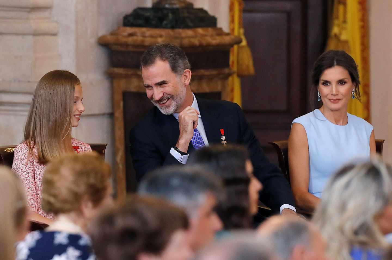 El rey Felipe VI, junto a la reina Letizia y la princesa Leonor.