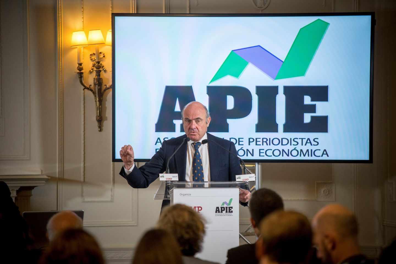 """Guindos exige a la banca nuevos ajustes: """"Los tipos bajos no son su problema""""."""