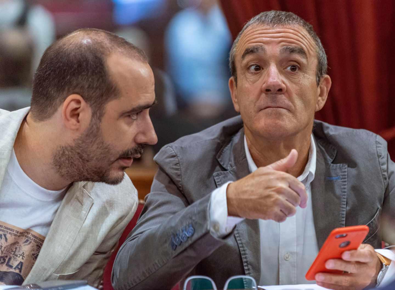 El juez en excedencia Juan Pedro Yllanes (d), número uno de Podemos en Baleares.