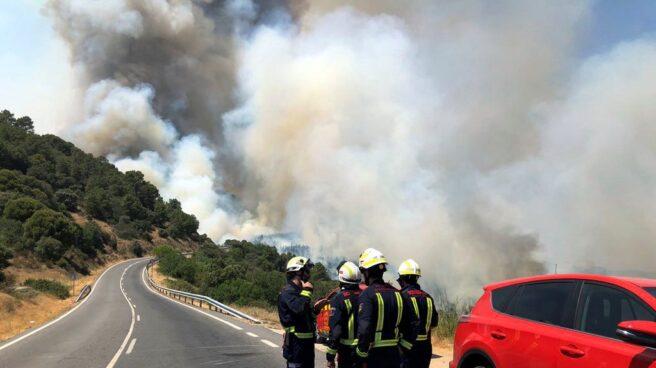 Un total de 348 efectivos tratan de controlar el fuego de Cadalso y Cenicientos