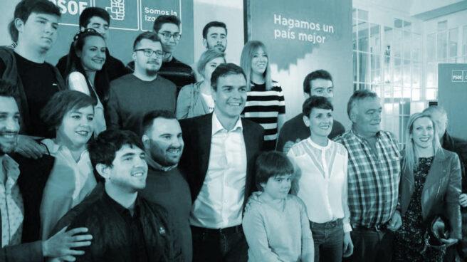 El presidente del Gobierno, Pedro Sánchez, junto a la candidata socialista por Navarra, María Chivite, justo a su derecha.