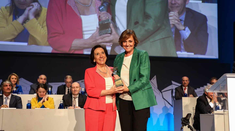 Victoria Prego recibe el Premio Aster
