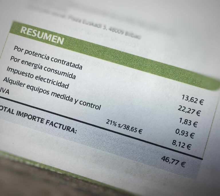 El Gobierno rebajará el IVA de la luz del 21% al 10%
