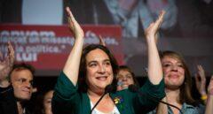 Las bases moradas aprueban que Colau sea alcaldesa con los votos del PSC y Valls