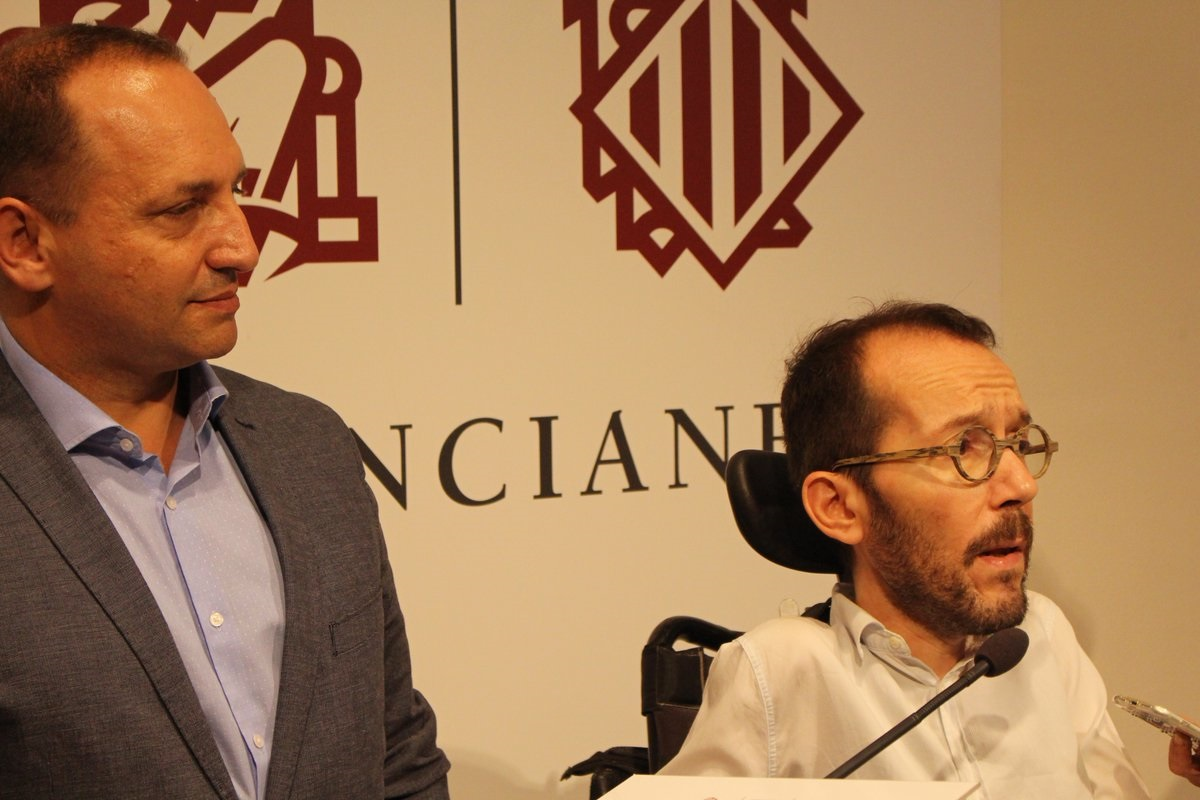 Rubén Martínez Dalmau y Pablo Echenique el pasado domingo en la sesión de investidura.