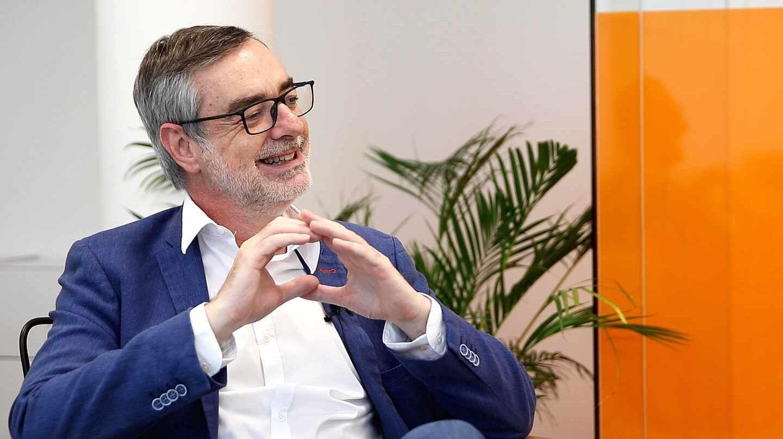 José Manuel Villegas durante la entrevista en su despacho
