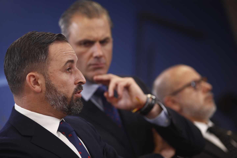 Abascal y Ortega Smith comparecen en el Congreso para anunciar la querella contra Zapatero.