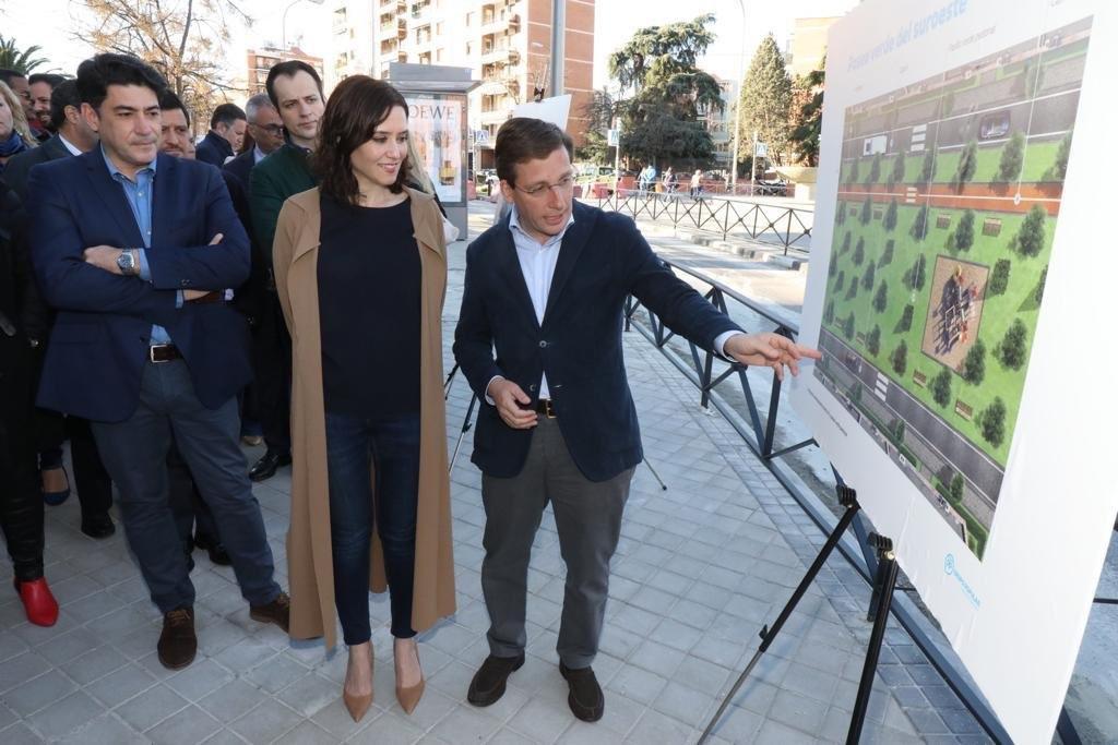 Martínez-Almeida, en plena campaña, con su propuesta de soterrar la A-5.