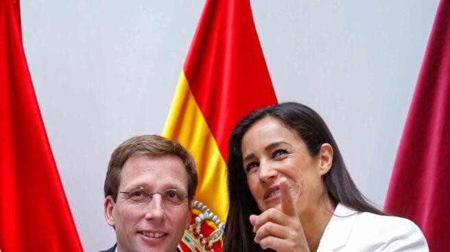 José Luis Martínez Almeida, junto a Begoña Villacís tras su proclamación como alcalde de Madrid.