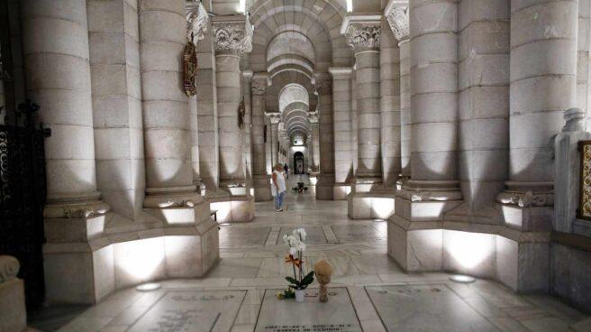 Cripta de la Catedral de la Almudena donde están enterrados la hija y el yerno del dictador.