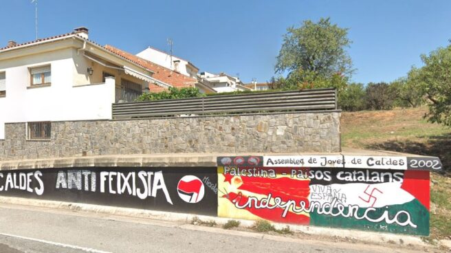 Pintas en un muro a la entrada de Caldes de Montbui (Barcelona).