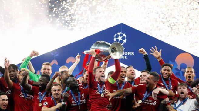 El Liverpool celebra su victoria en la final de Champions de Madrid.
