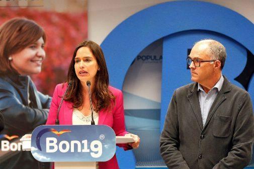 Fernando de Rosa (a la izquierda) junto a la diputada valenciana Belén Hoyo