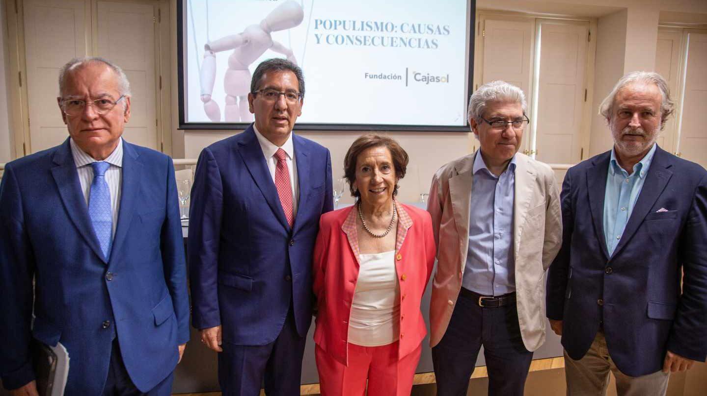 Los participantes en la charla celebrada en Sevilla