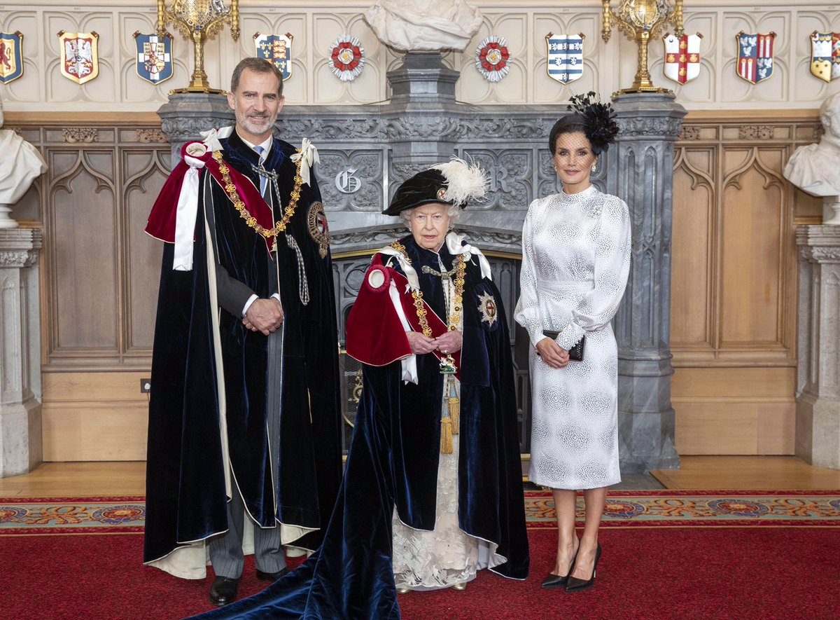 El rey Felipe, la reina de Inglaterra y la reina Letizia.