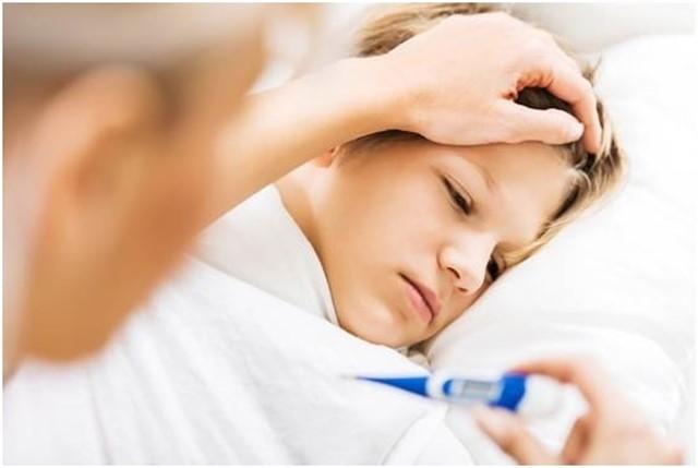 Niño atendido por fiebre.