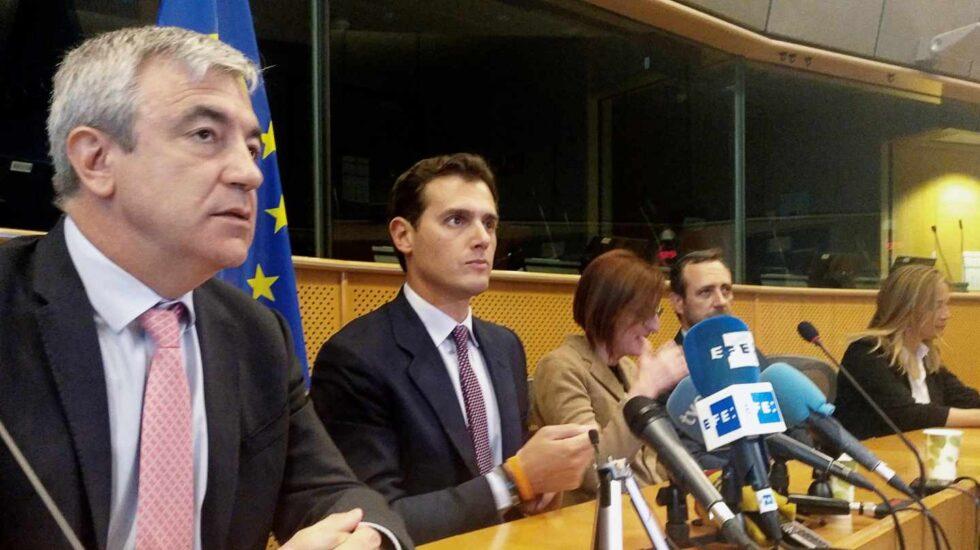Luis Garicano y Albert Rivera, juntos durante una comparecencia en el Parlamento Europeo.