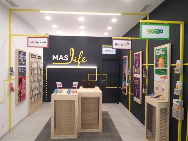 Una de las nuevas tiendas MásLife del grupo MásMóvil.