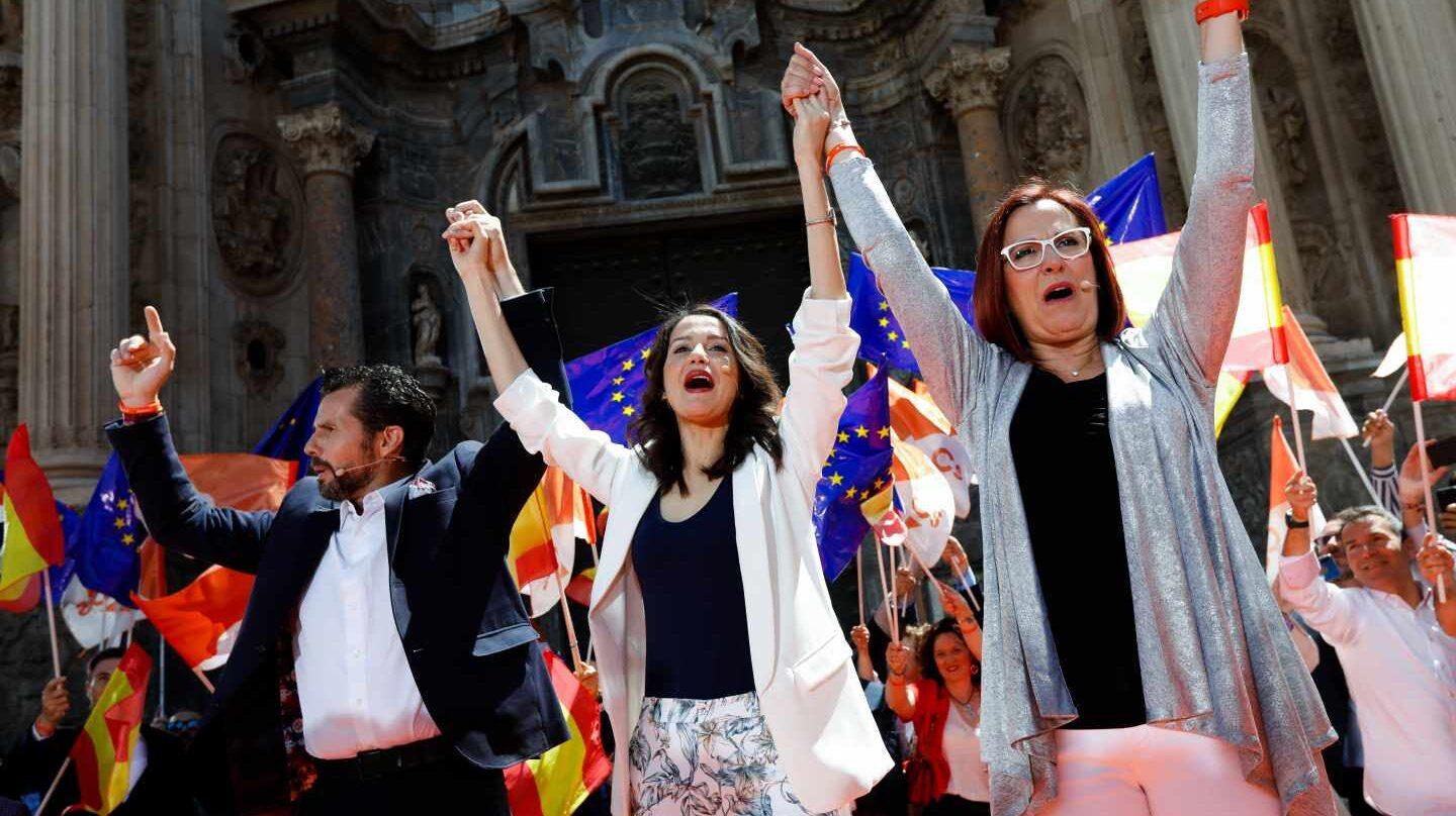 """Acto de Inés Arrimadas siete días antes del 26-A en el que pidió """"cambio"""" frente a 24 años del PP."""