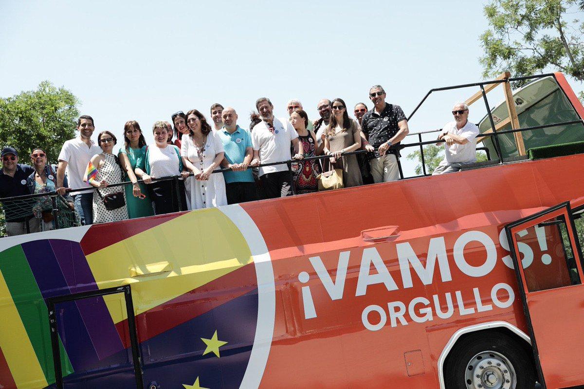 El autobús de Ciudadanos que ha sido atacado.