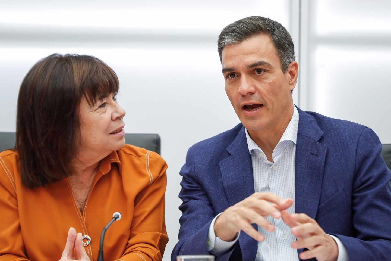 Pedro Sánchez, en Ferraz con Cristina Narbona.