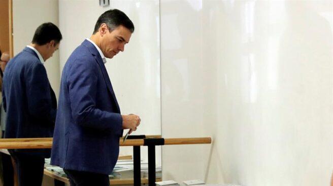 Pedro Sánchez, votando en su colegio electoral el pasado 26 de mayo.
