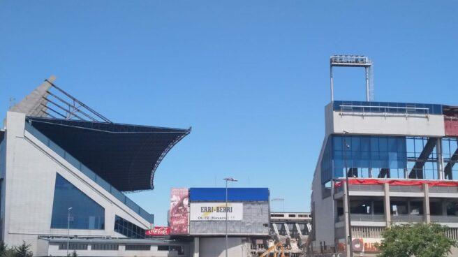 Imagen de las obras para derribar el Estadio Vicente Calderón, esta semana.