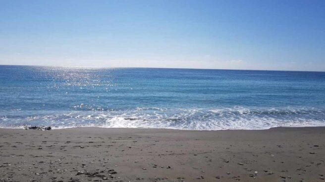 La playa donde ha aparecido el cadáver de la mujer.