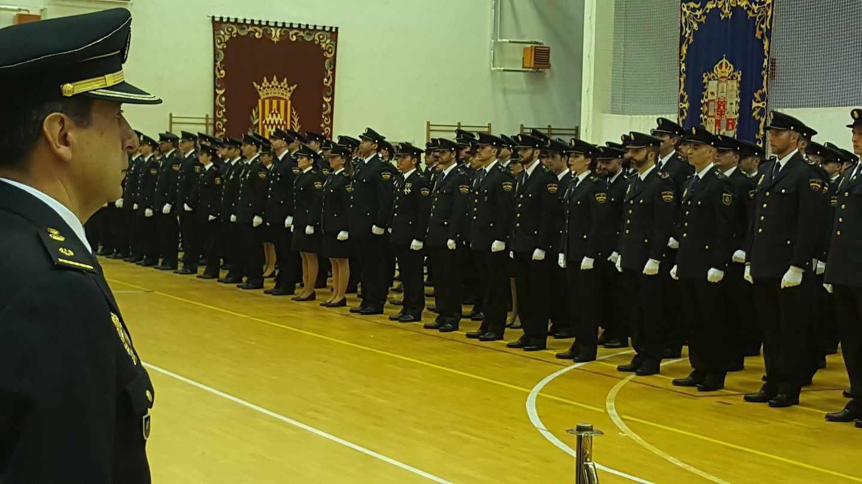 Policías nacionales, en la Escuela de Ávila.