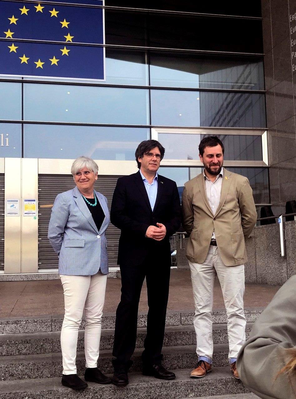 Ponsatí, Puigdemont y Comín, a las puertas del Parlamento Europeo.