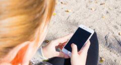 Niña con un smartphone