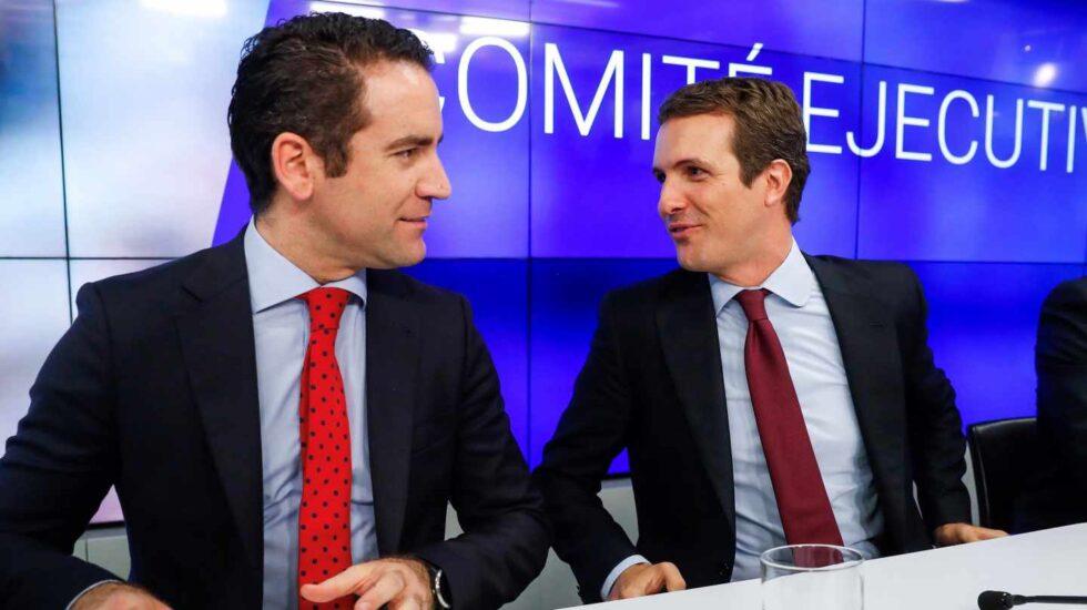 Teodoro García Egea y Pablo Casado, en una reunión en la sede del PP.