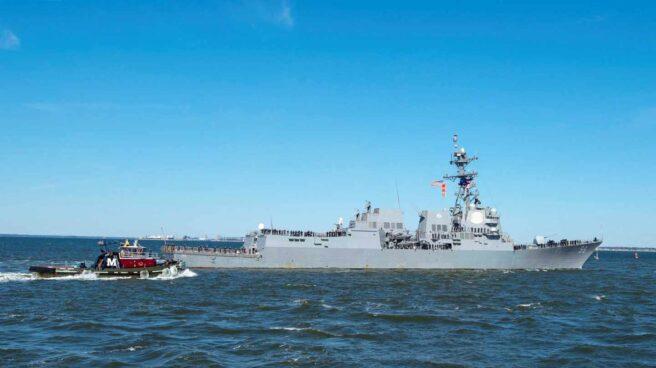 El USS Bainbridge, desplegado por Estados Unidos en el golfo de Omán.