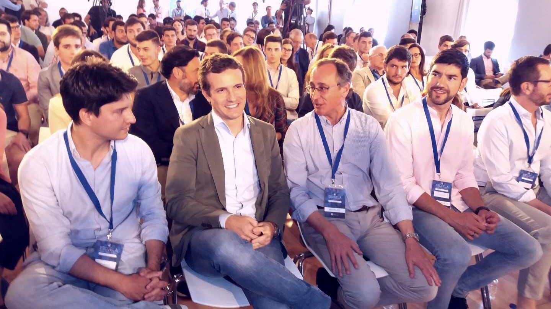 Pablo Casado, junto a Alfonso Alonso, hoy en Vitoria.