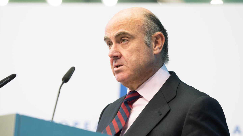 Guindos alerta de los crecientes riesgos de la 'banca en la sombra' y reclama más controles.