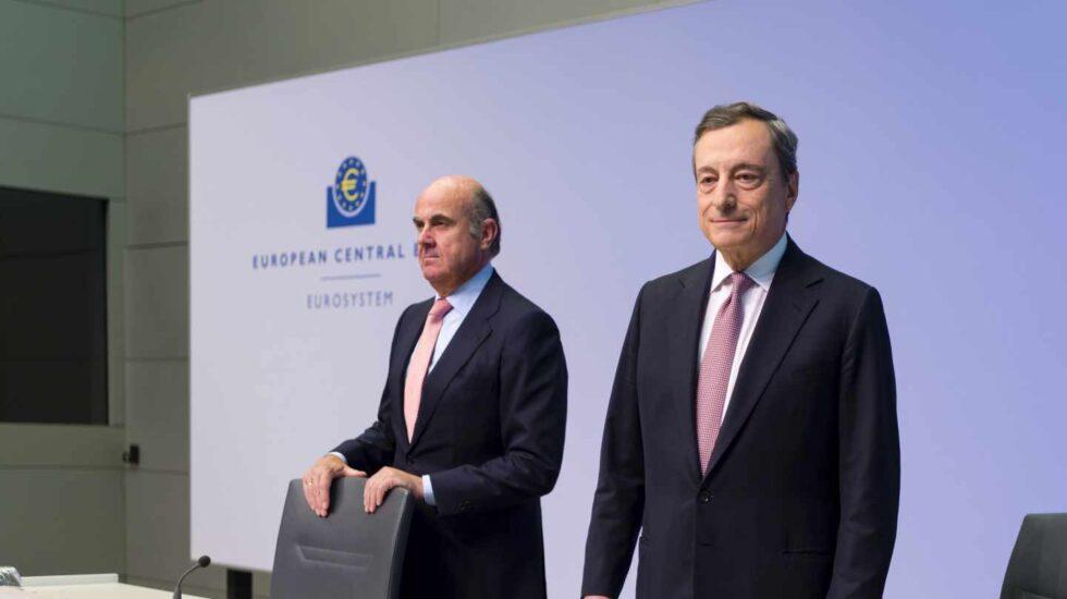 """Draghi advierte de que las perspectivas económicas van """"peor y peor"""" y prepara todas sus armas."""