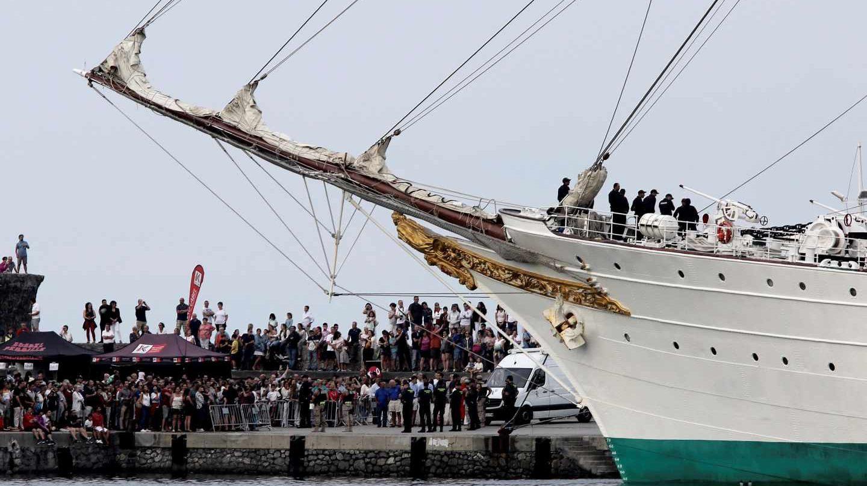 El buque escuela Juan Sebastián Elcano a su llegada puerto de Getaria (Guipúzcoa)