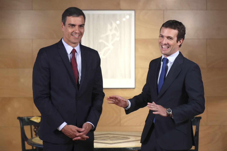 Pedro Sánchez y Pablo Casado durante su reunión de este martes