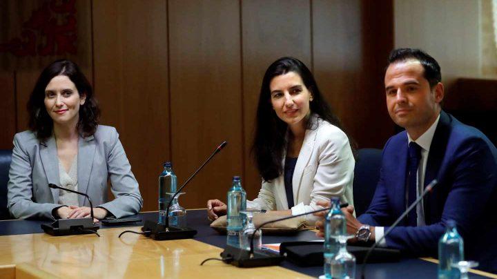 Ayuso, Monasterio y Aguado durante la reunión en la Asamblea de Madrid.