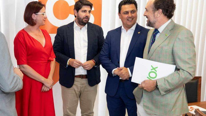 Los equipos negociadores del PP, Cs y Vox en Murcia
