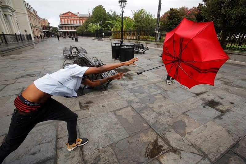 El Huracán Barry azota las calles de Nueva Orleans.