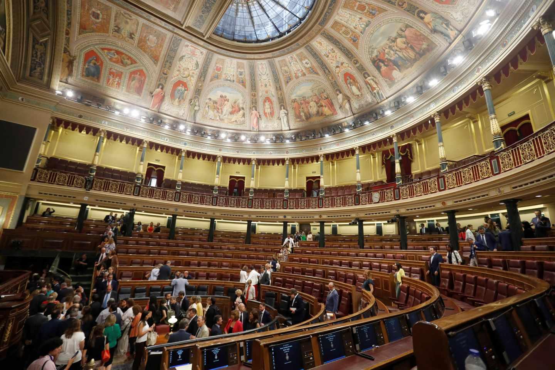 Vista general del hemiciclo del Congreso de los Diputados tras finalizar la segunda votación del debate de investidura.
