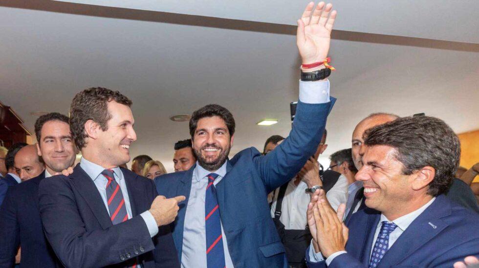 López Miras, junto a Pablo Casado, tras ser investido.