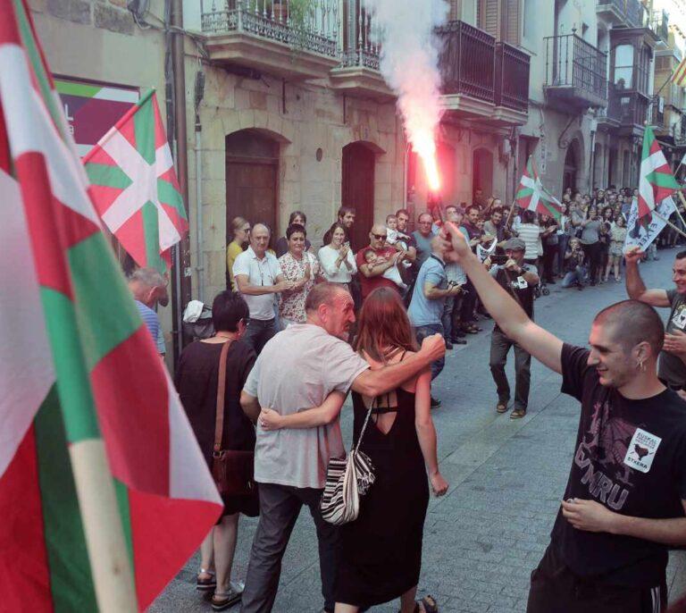 """EH Bildu rechaza votar contra los 'ongi etorri' a presos de ETA : """"Son muestras de cariño"""""""