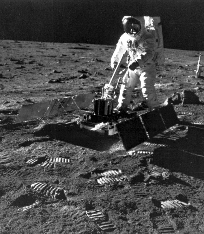 Armstrong y Aldrin estuvieron dos horas y media en la superficie lunar y recolectaron 21 kilos de muestras | NASA